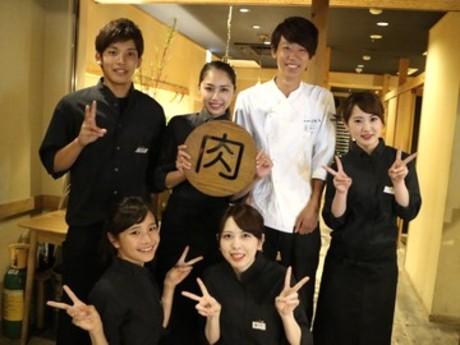 【接客少なめ】有名人もお忍びで通う黒毛和牛専門焼肉店/キッチンスタッフ